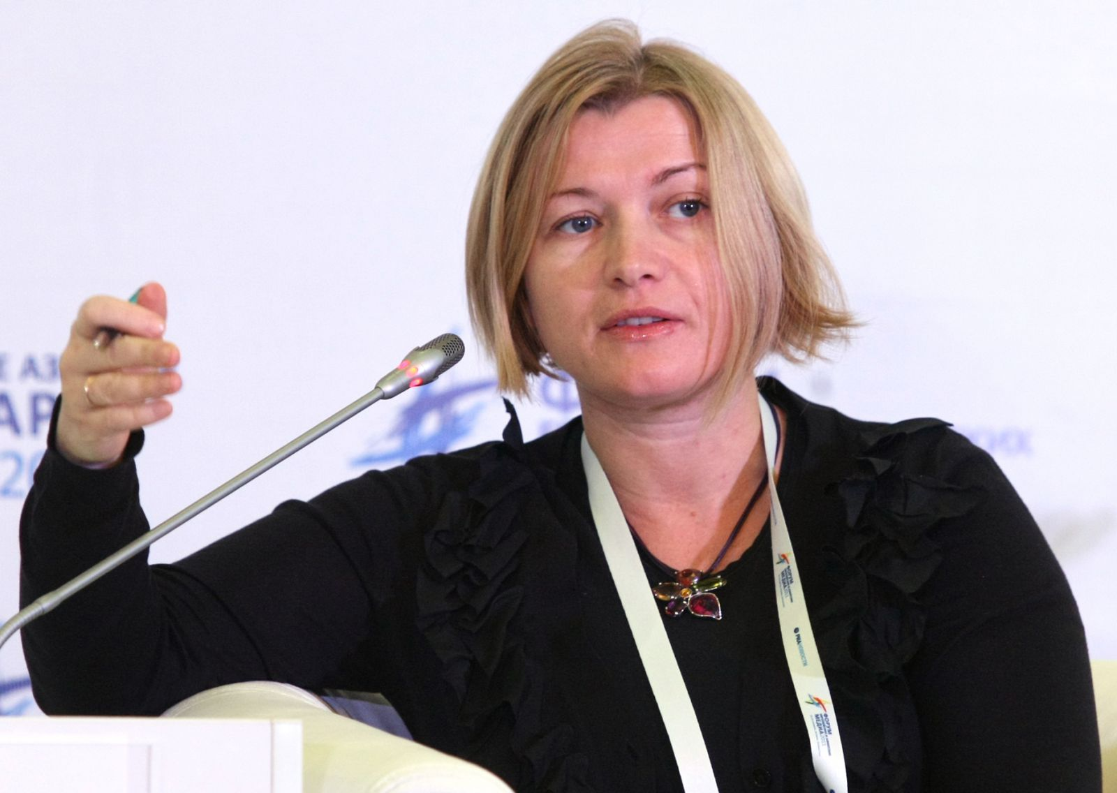 Геращенко заявила что, Ляшко должен извиниться за то, какое дерьмо он провел в парламент